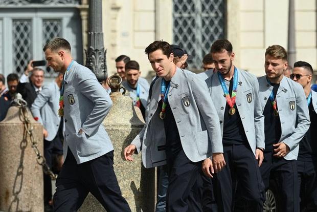 Tuyển Italy hãnh diện mang cúp bạc Euro 2020 tới diện kiến Tổng thống - Ảnh 5.