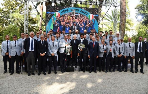 Tuyển Italy hãnh diện mang cúp bạc Euro 2020 tới diện kiến Tổng thống - Ảnh 7.
