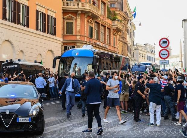 Tuyển Italy hãnh diện mang cúp bạc Euro 2020 tới diện kiến Tổng thống - Ảnh 8.