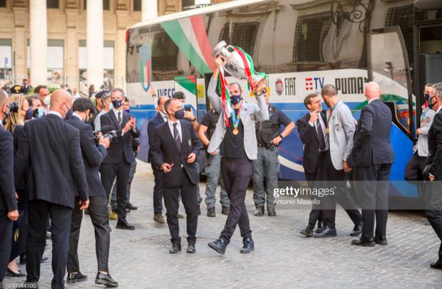 Tuyển Italy hãnh diện mang cúp bạc Euro 2020 tới diện kiến Tổng thống - Ảnh 10.