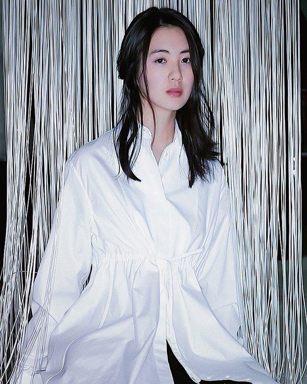 Mỹ nhân Nữ Hoàng Seon Deok khoe ảnh mới, netizen sốc tận óc: Sao 41 tuổi có thể trẻ trung đến vậy? - Ảnh 2.