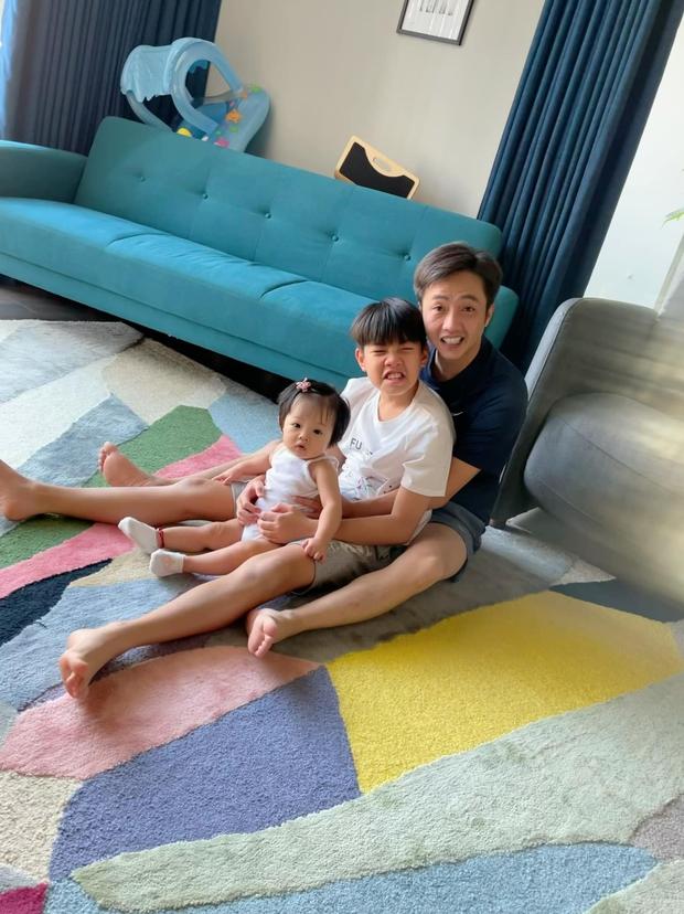 Đàm Thu Trang tung ảnh chất lượng thấp nhưng vẫn gây sốt, lý do vì lần đầu ái nữ Suchin làm việc này với gia đình - Ảnh 5.