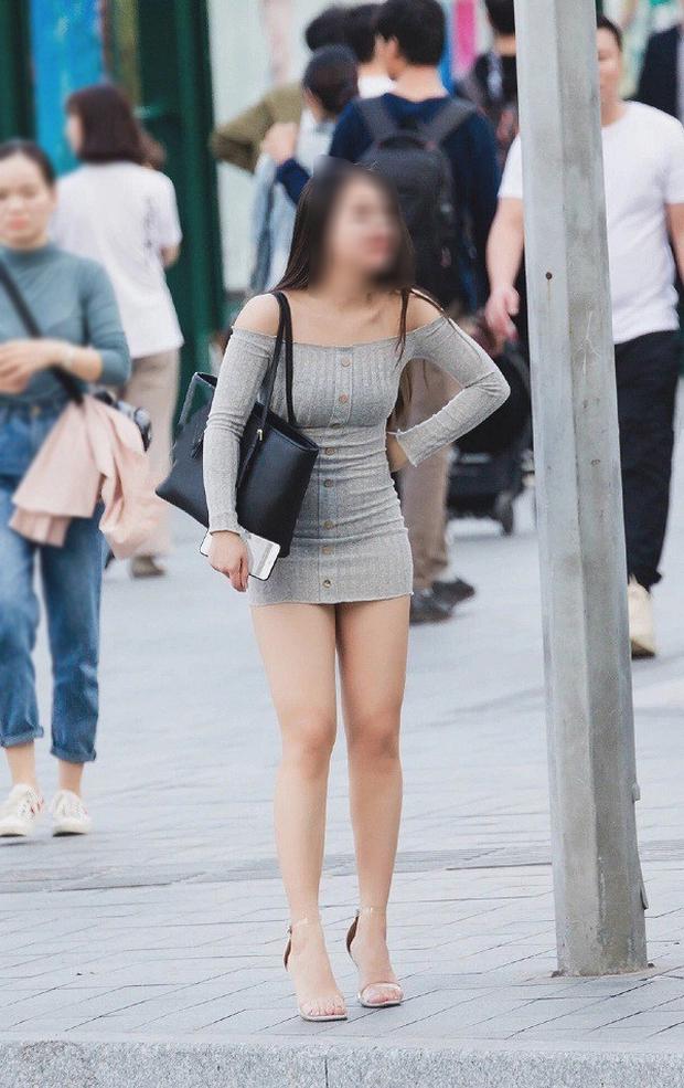 Body có xịn đét đến đâu mà diện váy ngắn kiểu này thì cũng âm điểm thanh lịch nhé mấy chị em - Ảnh 1.