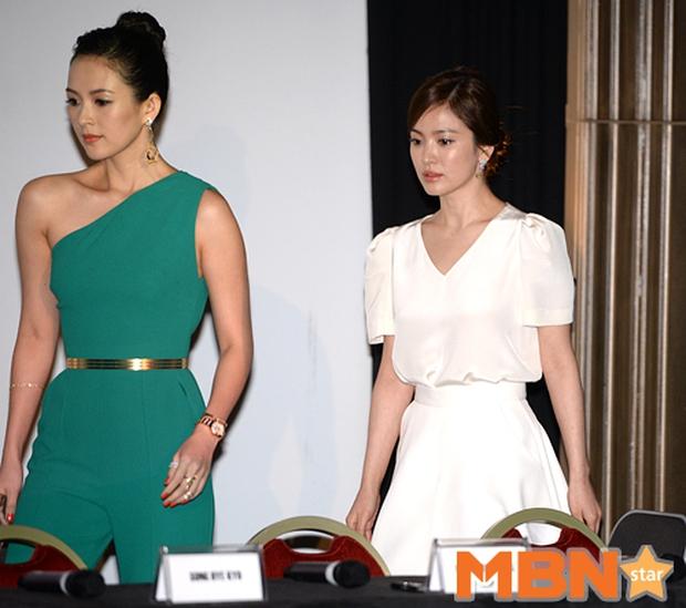 """Song Hye Kyo """"đại náo"""" Cannes: Giản dị mà vẫn đẹp ngất, """"nấm lùn"""" so kè với Chương Tử Di, lu mờ cả Huỳnh Hiểu Minh - Ảnh 5."""