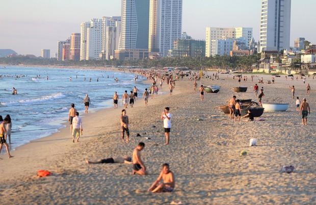 Đà Nẵng dừng tắm biển, cắt tóc và hoạt động thể dục thể thao từ 12h ngày 15/7 - Ảnh 1.