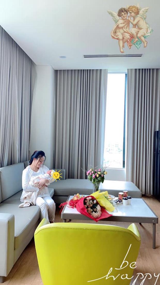 Netizen vò đầu bứt tóc tính thời gian Vy Oanh sinh con: Tháng 3 khoe bụng bầu 8 tháng, lâm bồn sau kỷ lục 12 tháng mang thai? - Ảnh 4.
