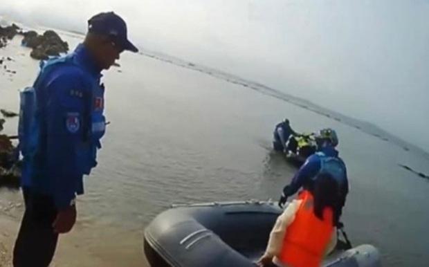 Bé gái 13 tuổi bị bố mẹ đưa ra hoang đảo để phạt tính bất trị - Ảnh 1.