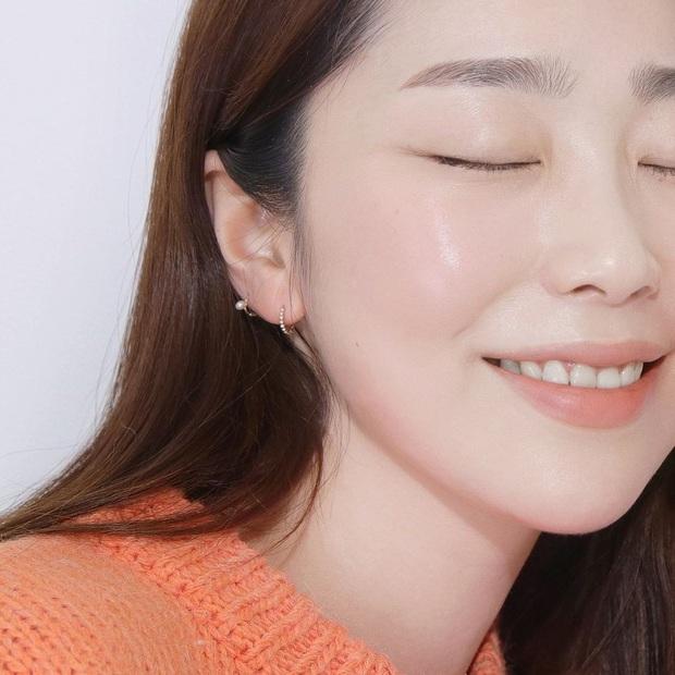 Tranh thủ ở nhà tránh dịch, bạn nên dưỡng da căng đét để hết dịch là bung lụa luôn - Ảnh 1.
