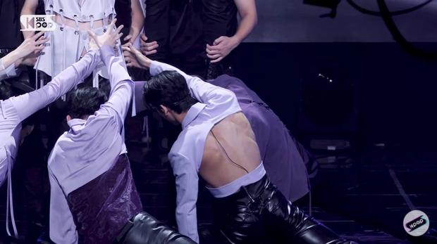 Nam idol gây choáng váng với chiếc áo kì cục hết sức, dân mạng réo hở trước hở sau thế này thà cởi trần ra còn hơn - Ảnh 6.