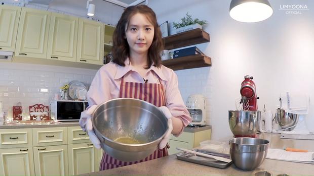 Idol đảm đang nhất Kpop chính là nữ thần nhan sắc này: Nhìn bánh ra lò như đầu bếp chuyên nghiệp, đến Lee Hyori cũng khen hết lời - Ảnh 3.