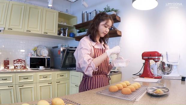 Idol đảm đang nhất Kpop chính là nữ thần nhan sắc này: Nhìn bánh ra lò như đầu bếp chuyên nghiệp, đến Lee Hyori cũng khen hết lời - Ảnh 5.