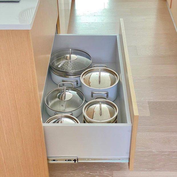 4 đồ dùng nhà bếp hầu như bà nội trợ nào cũng sắp xếp sai, sửa ngay kẻo tốn tiền mua cái mới - Ảnh 1.