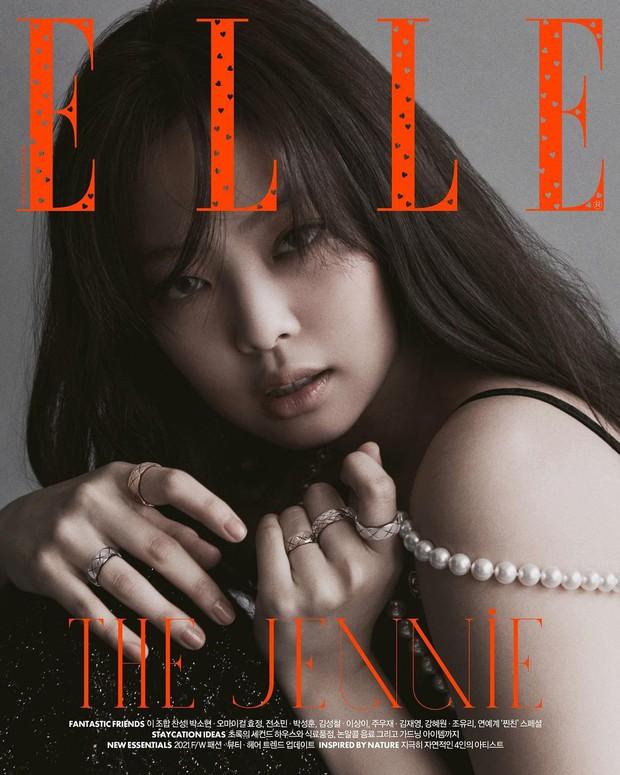 Jennie - Lisa (BLACKPINK) đại chiến bìa tạp chí: Cơ bụng số 11 của Jennie có nổi bằng tóc Nhật cực lạ của Lisa? - Ảnh 2.