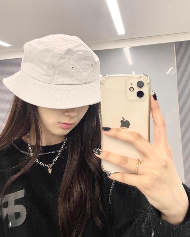 Bị chê xấu xí, nữ idol nhà SM khiến Knet quay xe vì... bỏ make up đậm, nhưng lại gây tranh cãi khi so với Suzy - Rosé - Ảnh 4.