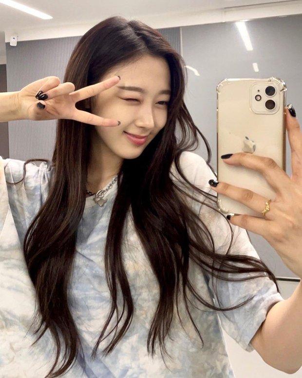 Bị chê xấu xí, nữ idol nhà SM khiến Knet quay xe vì... bỏ make up đậm, nhưng lại gây tranh cãi khi so với Suzy - Rosé - Ảnh 2.