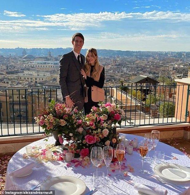"""Con trai tỷ phú giàu thứ 2 thế giới tổ chức đám cưới siêu giản dị vẫn đẹp như cổ tích, danh tính cô dâu """"thanh mai trúc mã"""" như ngôn tình đời thực - Ảnh 5."""