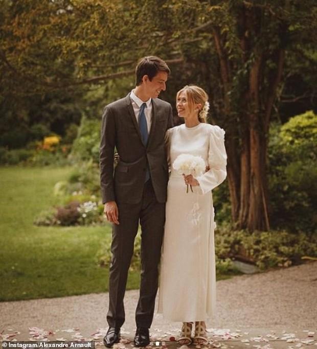 """Con trai tỷ phú giàu thứ 2 thế giới tổ chức đám cưới siêu giản dị vẫn đẹp như cổ tích, danh tính cô dâu """"thanh mai trúc mã"""" như ngôn tình đời thực - Ảnh 3."""