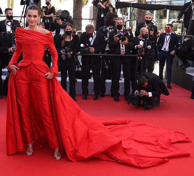 Thảm đỏ LHP Cannes: Tình cũ Brooklyn Beckham lộng lẫy nhưng mặt đầy mụn, mỹ nhân Catwoman như trải thảm hoa rực rỡ nhất hôm nay - Ảnh 11.