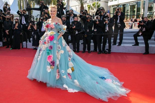 Thảm đỏ LHP Cannes: Tình cũ Brooklyn Beckham lộng lẫy nhưng mặt đầy mụn, mỹ nhân Catwoman như trải thảm hoa rực rỡ nhất hôm nay - Ảnh 9.