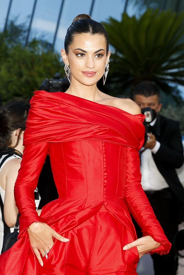 Thảm đỏ LHP Cannes: Tình cũ Brooklyn Beckham lộng lẫy nhưng mặt đầy mụn, mỹ nhân Catwoman như trải thảm hoa rực rỡ nhất hôm nay - Ảnh 14.