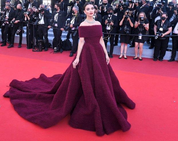Thảm đỏ LHP Cannes: Tình cũ Brooklyn Beckham lộng lẫy nhưng mặt đầy mụn, mỹ nhân Catwoman như trải thảm hoa rực rỡ nhất hôm nay - Ảnh 18.