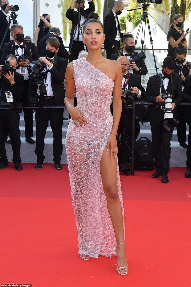 Thảm đỏ LHP Cannes: Tình cũ Brooklyn Beckham lộng lẫy nhưng mặt đầy mụn, mỹ nhân Catwoman như trải thảm hoa rực rỡ nhất hôm nay - Ảnh 21.