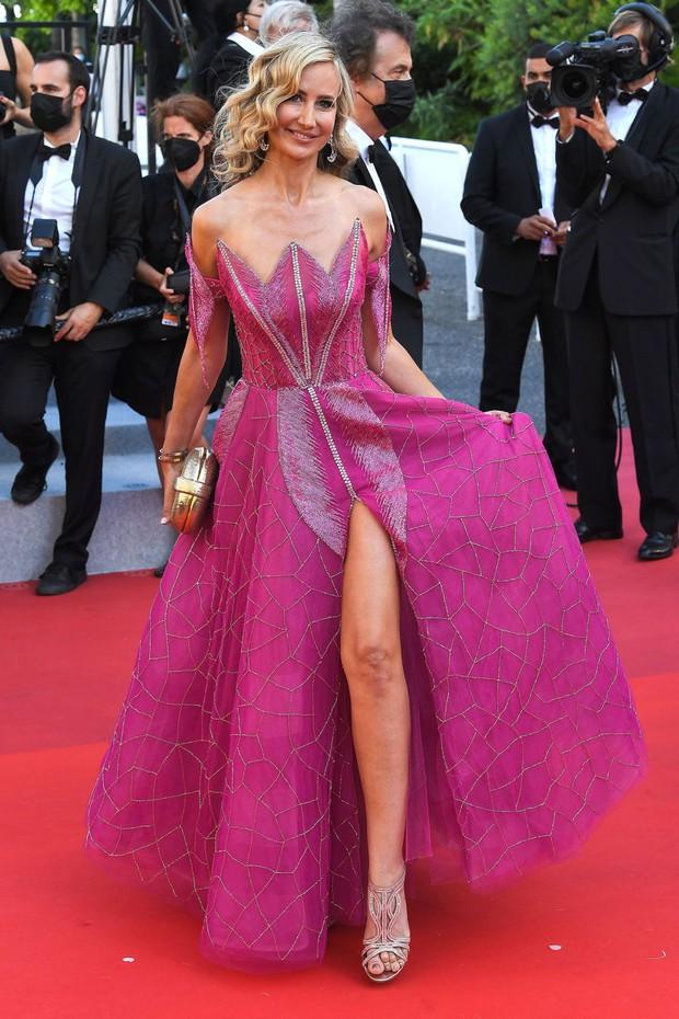 Thảm đỏ LHP Cannes: Tình cũ Brooklyn Beckham lộng lẫy nhưng mặt đầy mụn, mỹ nhân Catwoman như trải thảm hoa rực rỡ nhất hôm nay - Ảnh 22.