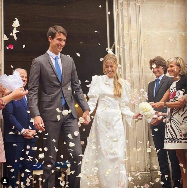 """Con trai tỷ phú giàu thứ 2 thế giới tổ chức đám cưới siêu giản dị vẫn đẹp như cổ tích, danh tính cô dâu """"thanh mai trúc mã"""" như ngôn tình đời thực - Ảnh 1."""