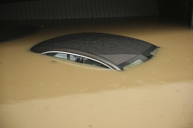 Mưa lớn gây ngập lụt nghiêm trọng tại Đức khiến ít nhất 6 người tử vong, 30 người mất tích - Ảnh 2.