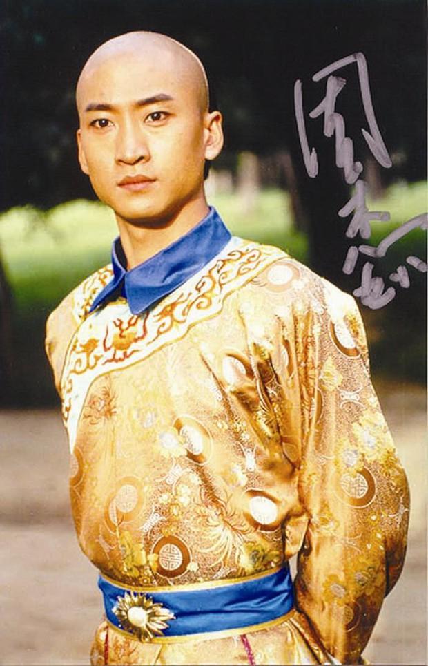 Nhĩ Khang (Hoàn Châu Cách Cách): Toang cả sự nghiệp vì Lâm Tâm Như, lật mặt sau 20 năm chịu oan và giờ thành đại gia trồng lúa - Ảnh 2.