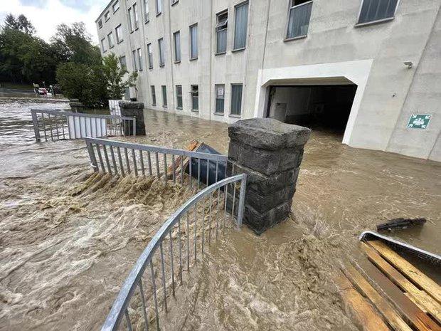 Mưa lớn gây ngập lụt nghiêm trọng tại Đức khiến ít nhất 6 người tử vong, 30 người mất tích - Ảnh 5.