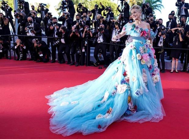 Thảm đỏ LHP Cannes: Tình cũ Brooklyn Beckham lộng lẫy nhưng mặt đầy mụn, mỹ nhân Catwoman như trải thảm hoa rực rỡ nhất hôm nay - Ảnh 8.