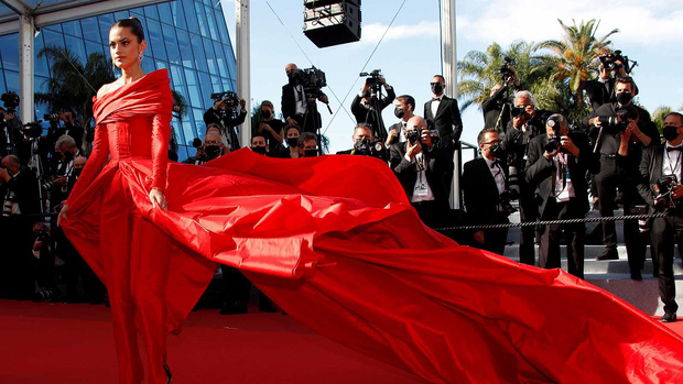Thảm đỏ LHP Cannes: Tình cũ Brooklyn Beckham lộng lẫy nhưng mặt đầy mụn, mỹ nhân Catwoman như trải thảm hoa rực rỡ nhất hôm nay - Ảnh 12.