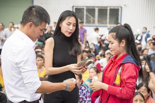 Đóng góp tận 20 tấn gạo từ thiện mùa dịch, Thuỷ Tiên bỗng bị netizen tràn vào Facebook tố phân biệt đối xử - Ảnh 6.