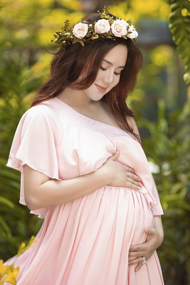 Phía Vy Oanh chính thức lên tiếng về thời gian sinh con dài 12 tháng kỷ lục đang gây xôn xao dư luận - Ảnh 2.