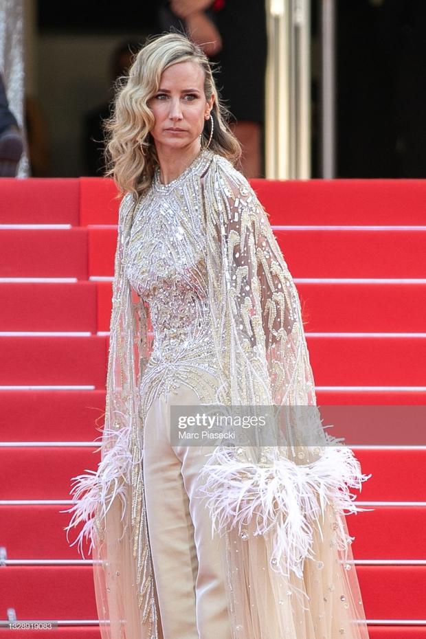 """Thảm đỏ Cannes: Bạn gái Ronaldo chặt chém, tình cũ của Brooklyn Beckham hở """"toát mồ hôi"""" chưa sốc bằng mỹ nhân phô vòng 3 lố lăng - Ảnh 16."""