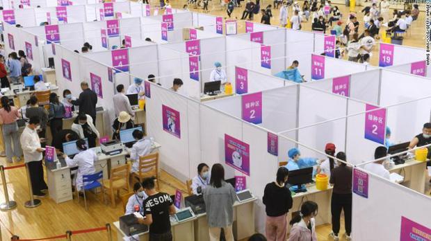 Cuộc sống đổi thay của những người chưa tiêm vaccine tại Trung Quốc: Bơ vơ, lạc lõng và phân biệt - Ảnh 2.
