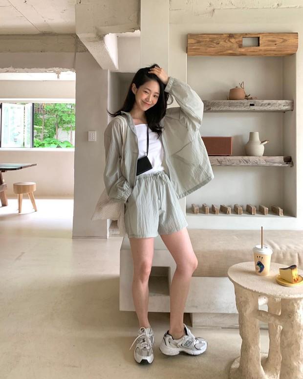 Lưu dần những gợi ý mặc đẹp từ gái Hàn để hết dịch không phải lo không có gì để mặc nữa - Ảnh 10.