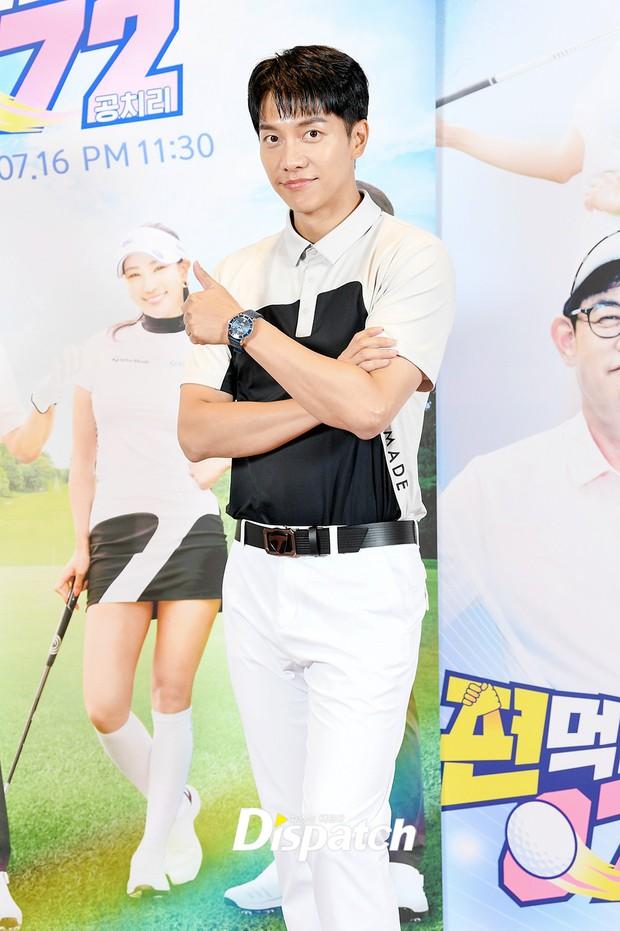 Lee Seung Gi lần đầu lộ diện ở sự kiện sau tin hẹn hò con gái Mama Chuê, soái là vậy nhưng zoom kỹ thì mất điểm rõ ràng - Ảnh 2.