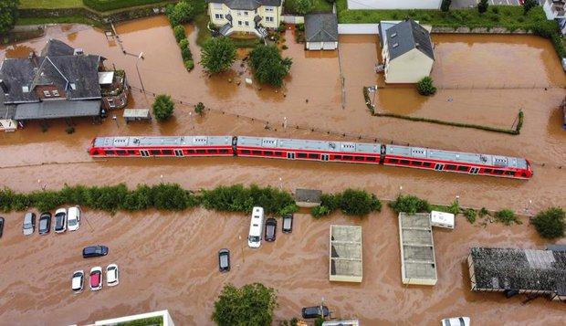 Chẳng ai nghĩ hình ảnh ngập nước kinh hoàng này lại đang xảy ra ở Đức: Lũ lụt kỷ lục thế kỷ, 1300 người mất tích - Ảnh 3.