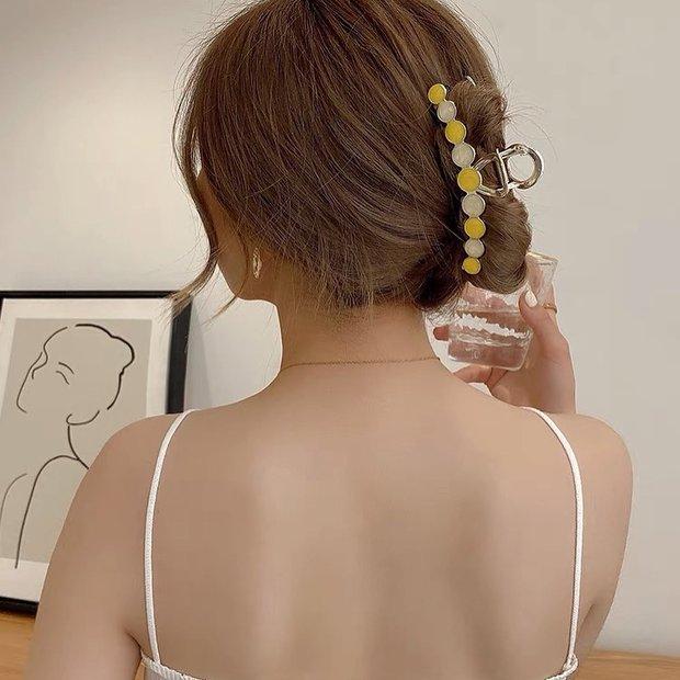 Chị em sắm kẹp tóc càng cua như Rosé là chuẩn bài, diện vừa mát vừa chanh sả thế này cơ mà - Ảnh 7.