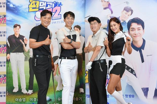 Lee Seung Gi lần đầu lộ diện ở sự kiện sau tin hẹn hò con gái Mama Chuê, soái là vậy nhưng zoom kỹ thì mất điểm rõ ràng - Ảnh 8.
