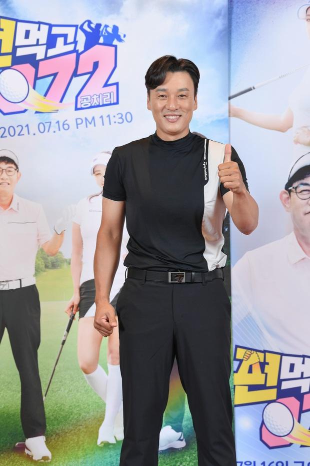 Lee Seung Gi lần đầu lộ diện ở sự kiện sau tin hẹn hò con gái Mama Chuê, soái là vậy nhưng zoom kỹ thì mất điểm rõ ràng - Ảnh 6.