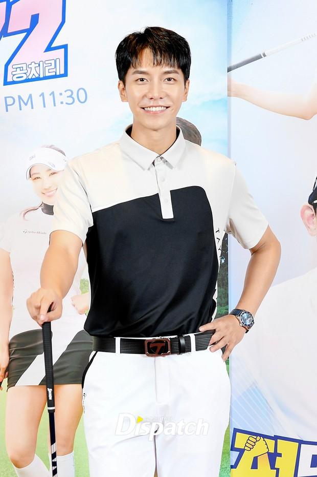 Lee Seung Gi lần đầu lộ diện ở sự kiện sau tin hẹn hò con gái Mama Chuê, soái là vậy nhưng zoom kỹ thì mất điểm rõ ràng - Ảnh 3.
