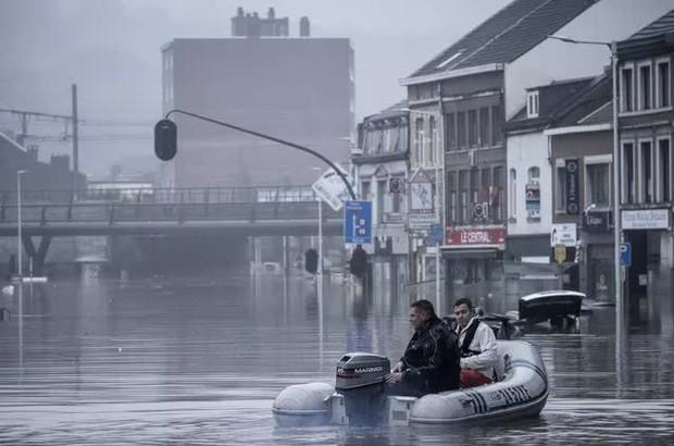 Ít nhất 60 người tử vong và hơn 70 người mất tích sau đợt mưa lớn chưa từng thấy ở Đức và Bỉ - Ảnh 2.