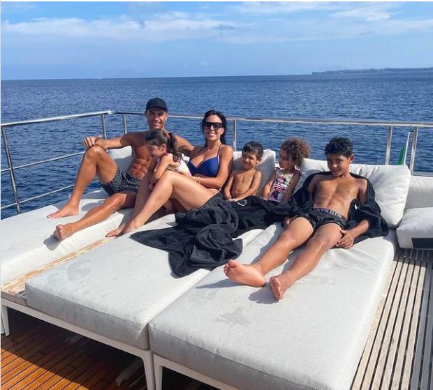 Có gì bên trong biệt thự xa hoa giá tới 320 triệu đồng/đêm mà Cristiano Ronaldo chọn để nghỉ dưỡng cùng gia đình? - Ảnh 1.