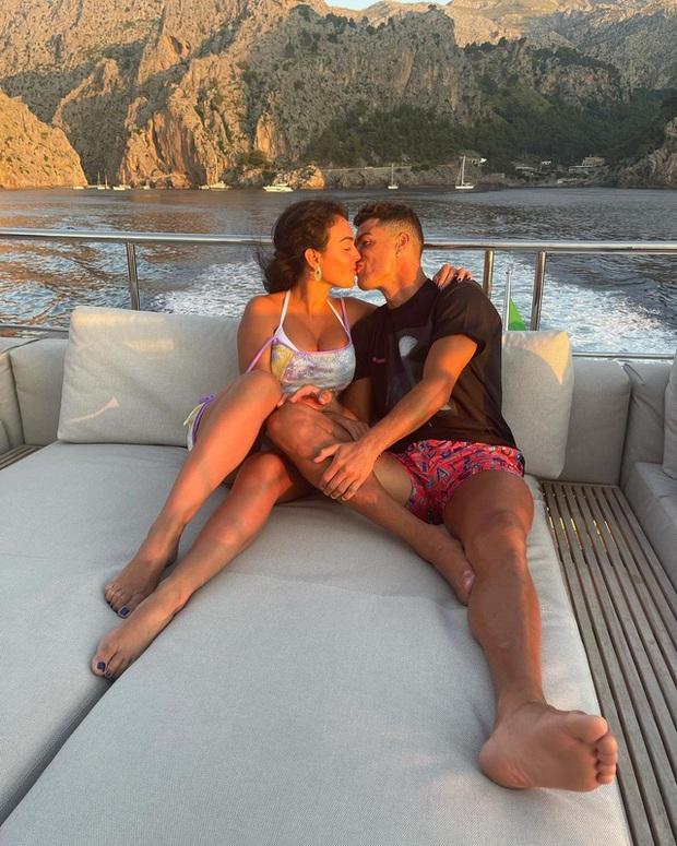 Có gì bên trong biệt thự xa hoa giá tới 320 triệu đồng/đêm mà Cristiano Ronaldo chọn để nghỉ dưỡng cùng gia đình? - Ảnh 2.