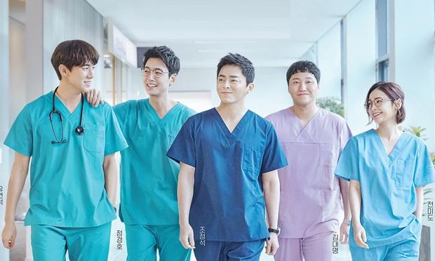 8 phim Hàn chữa lành tâm hồn đáng xem nhất mọi thời đại: Bỏ qua sao được Hospital Playlist - Ảnh 3.