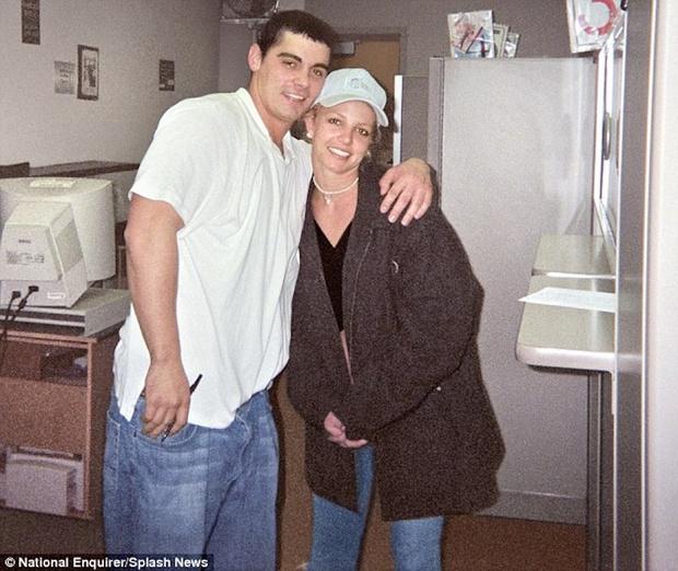 Sau 17 năm chồng cũ của Britney Spears mới nói ra sự thật: Hóa ra hôn nhân ngắn kỷ lục kết thúc sau 55 tiếng vì 1 cú lừa! - Ảnh 2.