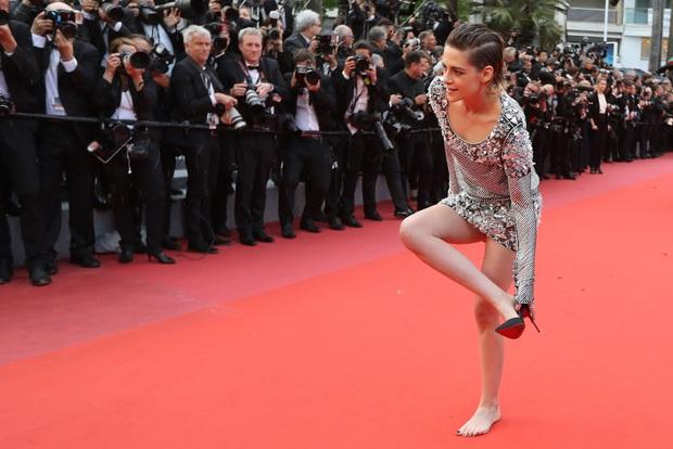 Bóc trần LHP Cannes: Gọi gái mại dâm còn dễ hơn pizza, vụ 82 sao nữ biểu tình trên thảm đỏ và trùm nghiện sex vén màn mặt tối - Ảnh 3.